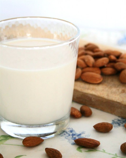 Almond Milk: Benefits, Side Effects, Recipes, Nutrition Facts
